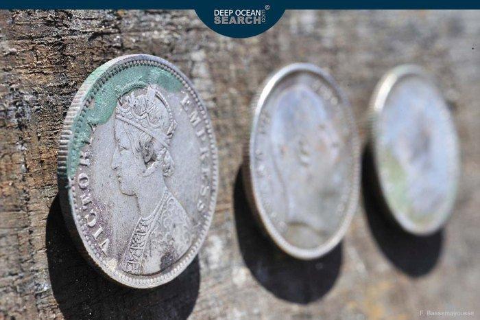 100 тонн серебряных монет подняли с глубины в 5 километров (25 фото)