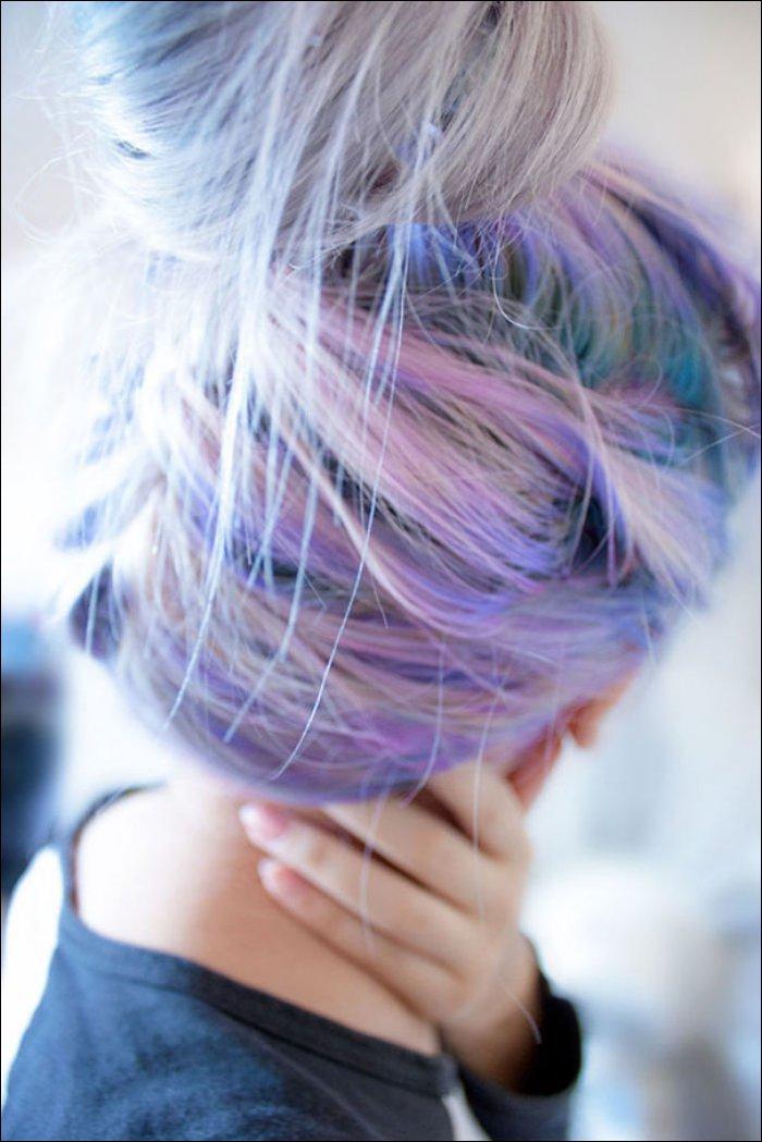 Девушки с разноцветными волосами (19 фото)