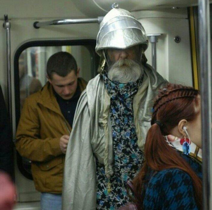 Люди в метро (19 фото)