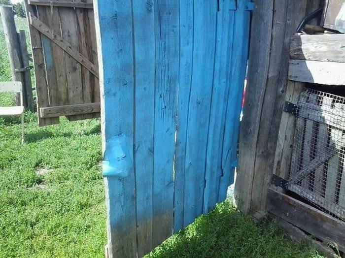 Как не стоит красить забор (2 фото)