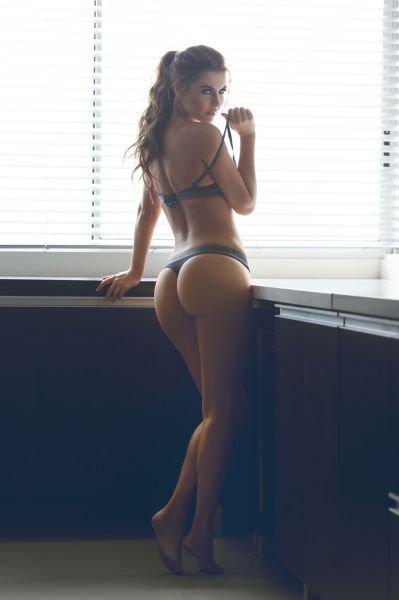 Девушки с отличными попками (48 фото)