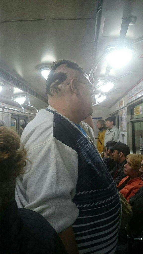 Модники в метро (19 фото)