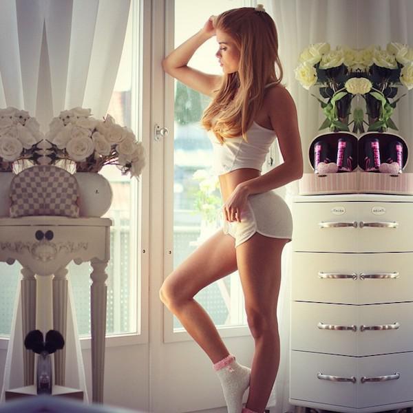 Домашние фотографии девушек (29 фото)