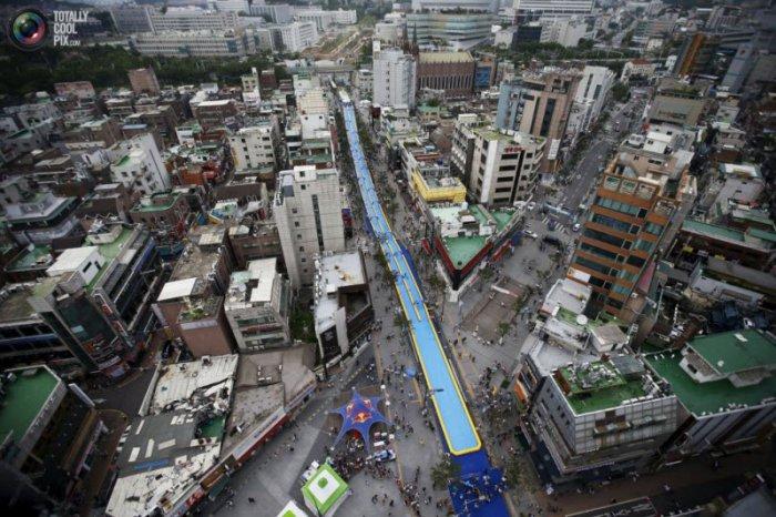 350-метровая водная горка в Сеуле (8 фото)