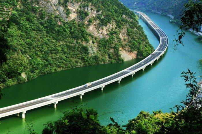Мост над рекой (4 фото)
