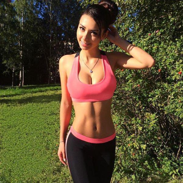 Девушки в спортивной форме (27 фото)