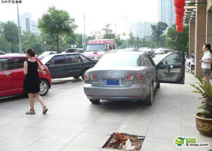 Не стоит кататься по тротуару (6 фото)