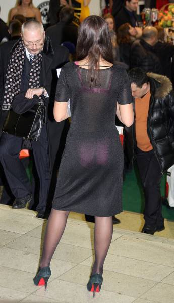 мой фотографии толстых женщин в прозрачной одежде на вечеринках сжимал