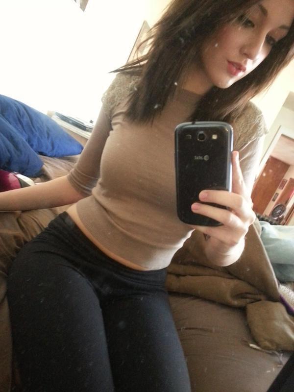 Селфи девушек (41 фото)