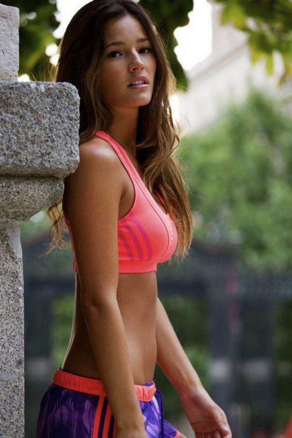Девушки в спортивной форме (26 фото)