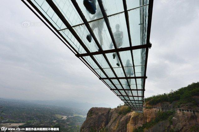 Самый длинный стеклянный мост (6 фото)