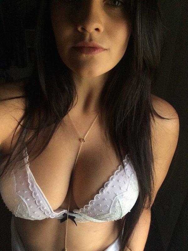 Девушки с большой грудью (22 фото)