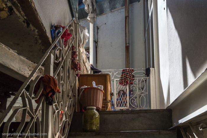 Что скрывает за собой дверь из фильма Бриллиантовая рука (8 фото)