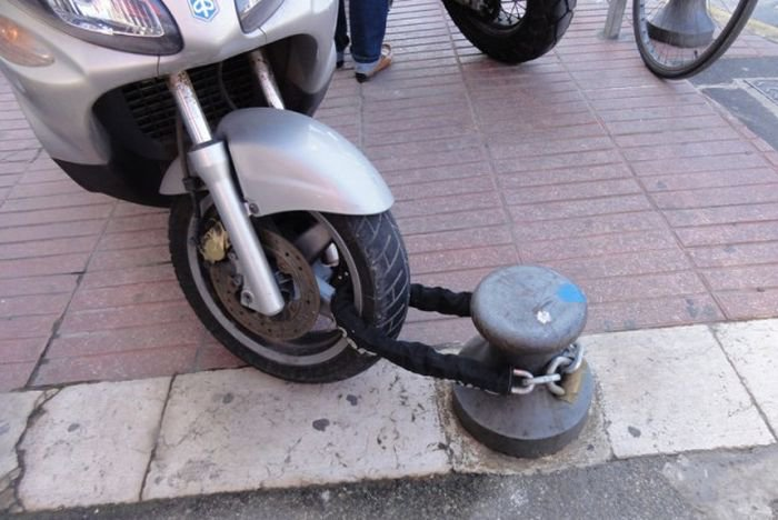Bilderesultat for funny photos of people doing stupid things