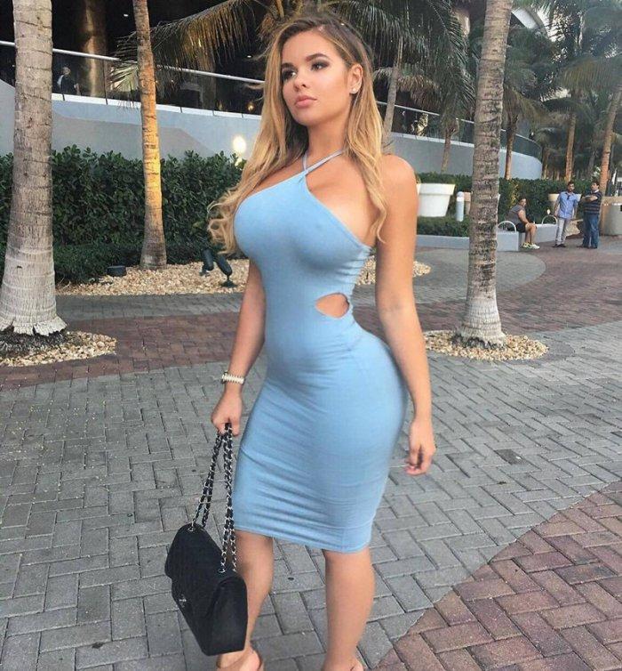 Порно девушки в облегающей одежде подборка