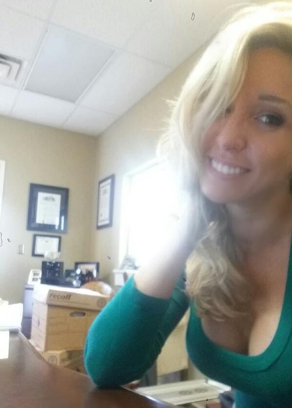 Селфи девушки на работе в офисе валерия якубовская