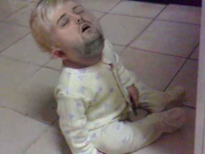 Отжабили спящего парня (36 фото)