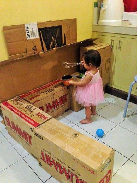 Игрушечная кухня для маленькой девочки (9 фото)