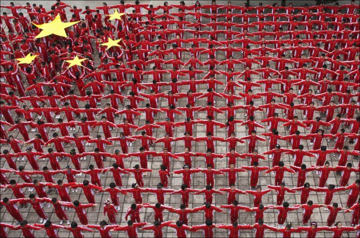 Искусство толпы по-китайски (29 фото)