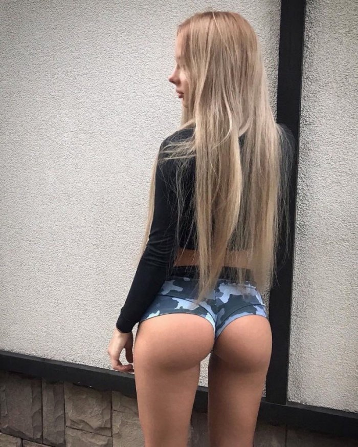 Девушки. Вид сзади (33 фото)