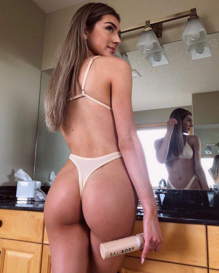 Девушки. Вид сзади (23 фото)