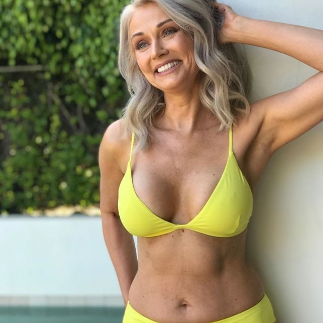 56-летняя женщина стала финалисткой конкурса бикини (11 фото)