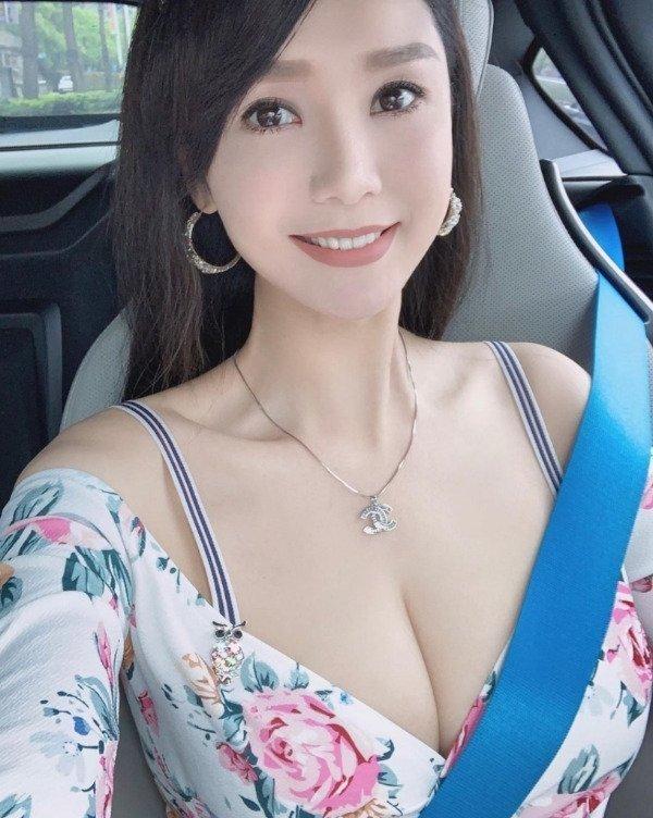 Девушки в машинах