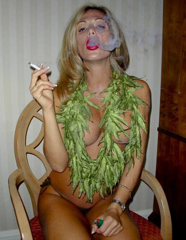 nude-babes-and-cannabis-shanae-grimes-bikini-pics