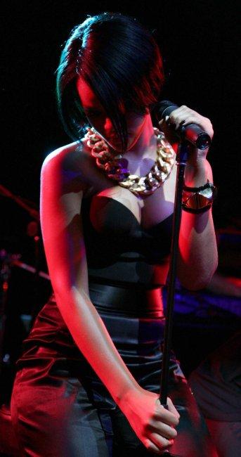 Rihanna (8 фото)