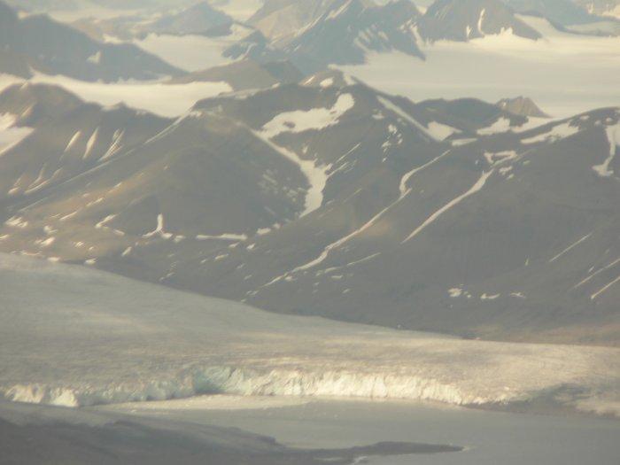 Знойный остров Шпитцберген: на самом краю света (10 фото)
