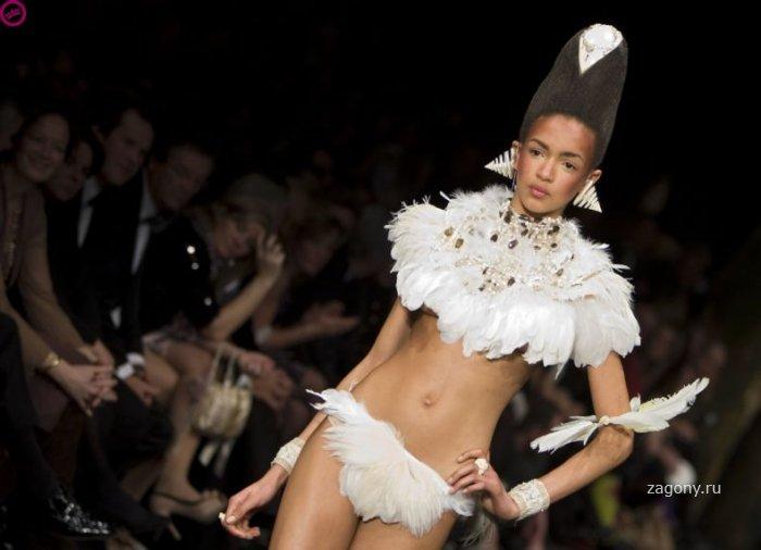 Скандальная мода (8 фото)