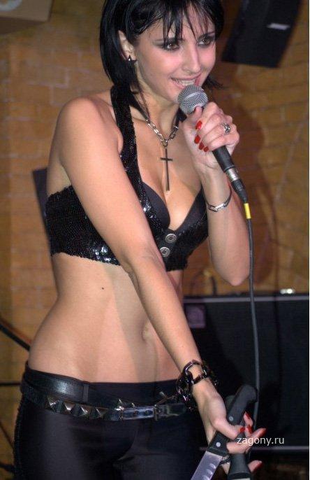 эротические фото певицы марты раздетые