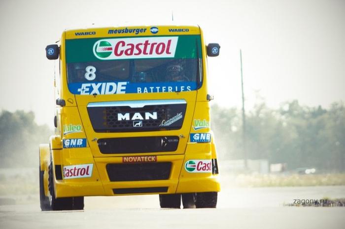 Показательные выступления Truck Race Team Allgauer в Петербурге (40 фото)