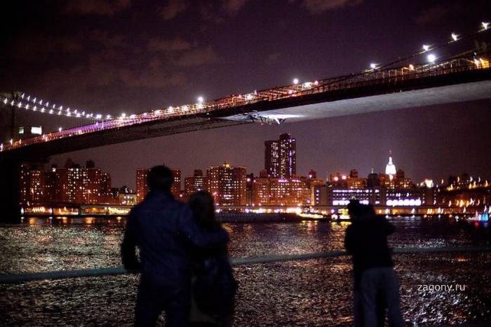 Поврежден Бруклинский мост в Нью-Йорке (8 фото)