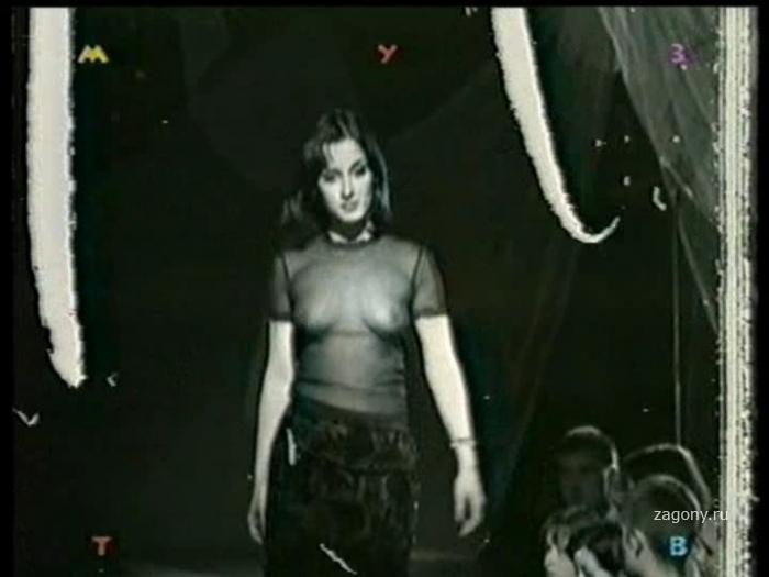 Голая грудь Тины Канделаки (4 фото)