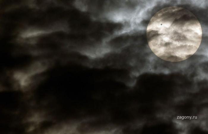 Прохождение Венеры по диску Солнца (30 фото)