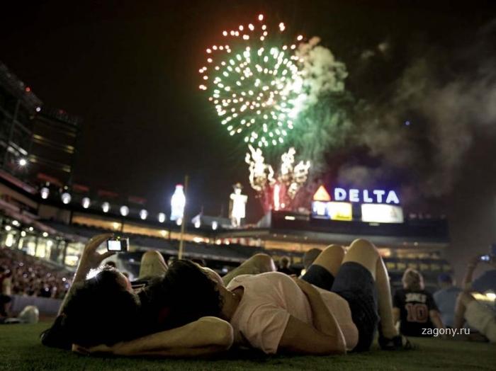 Ночь салютов в честь Дня независимости США (18 фото)