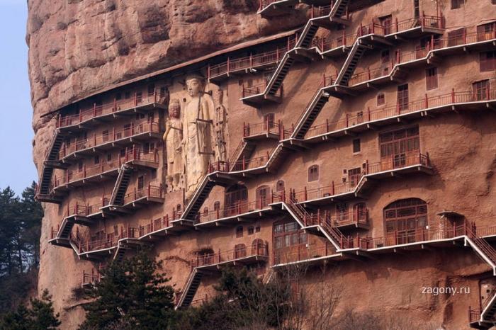 Гроты Maijishan в Китае (5 фото)