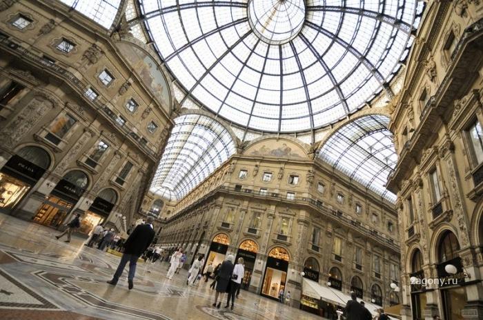 Улица Милана под куполом (12 фото)