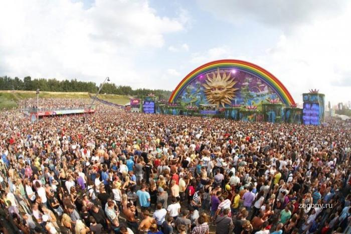 Удивительные сцены фестиваля Tomorrowland (21 фото)