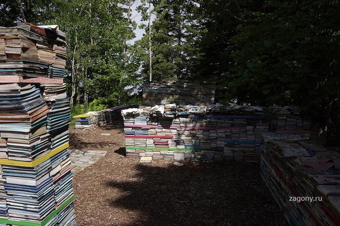 Возвращение книг в природу (9 фото)