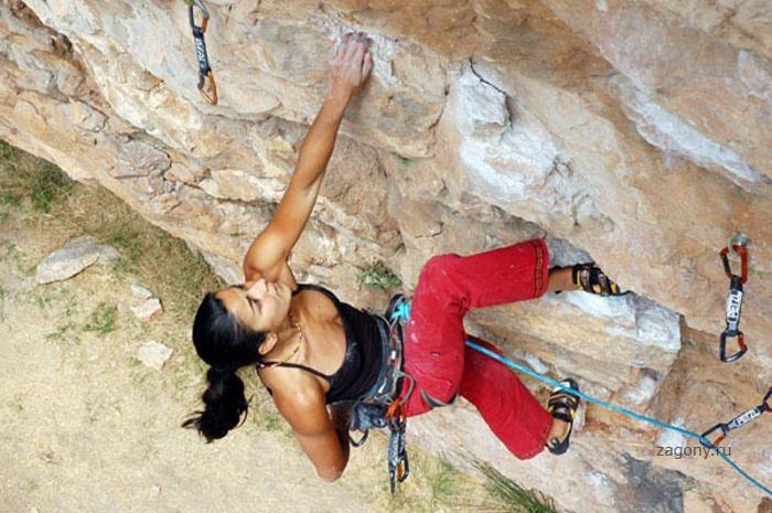 Девушки и скалы (40 фото)