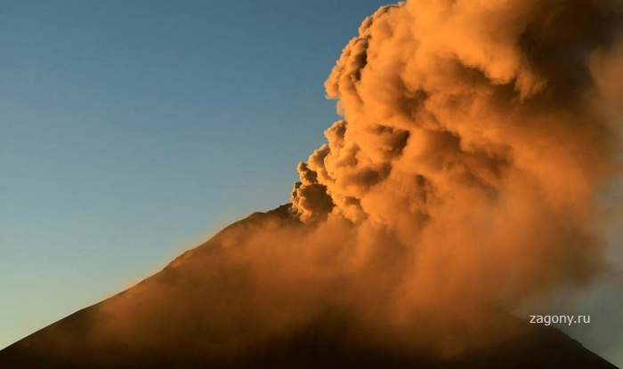 В Эквадоре извергается вулкан Тунгурахуа (7 фото)