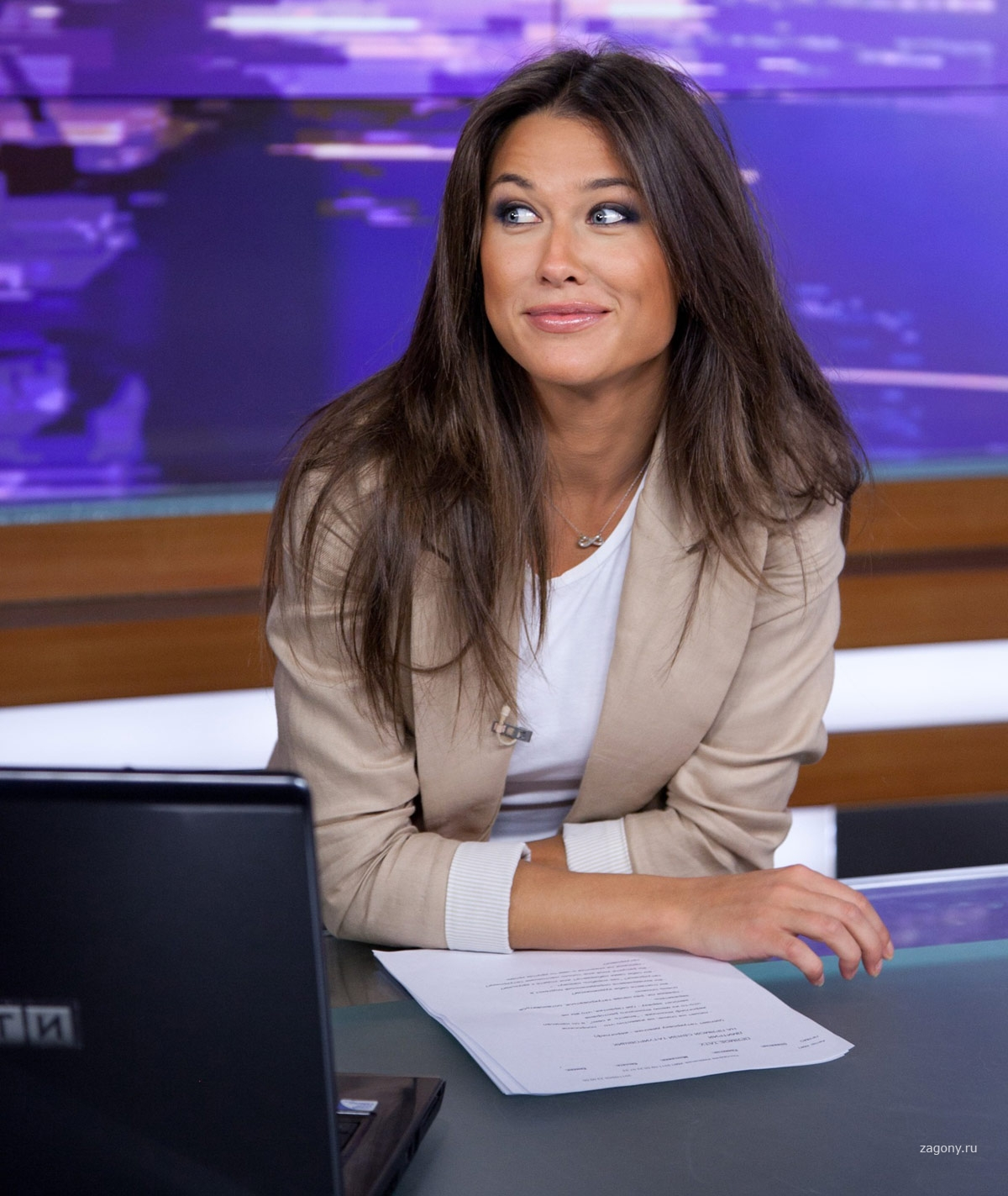 русские женские телеведущие фото или смартфон
