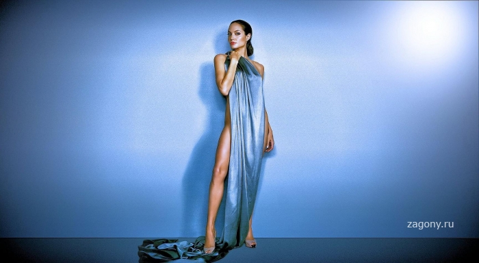 Angelina Jolie (4 фото)