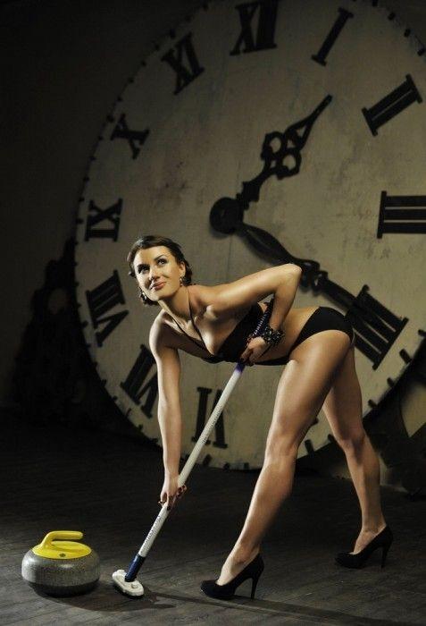 sportsmenki-eroticheskom-bele-foto-russkoe-porno-video-so-sluchaynimi-prohozhimi