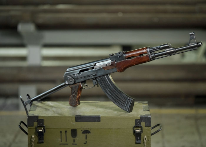 Автоматическое оружие Калашникова («АК-47»)